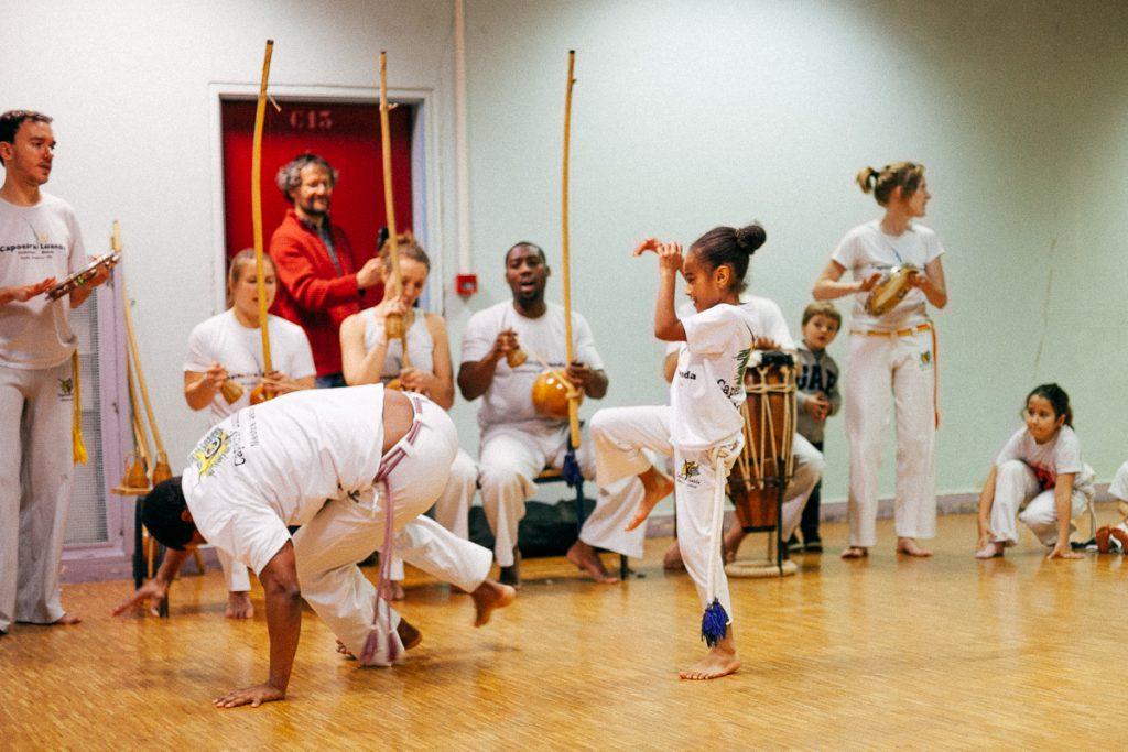 Cours de capoeira au Kajin
